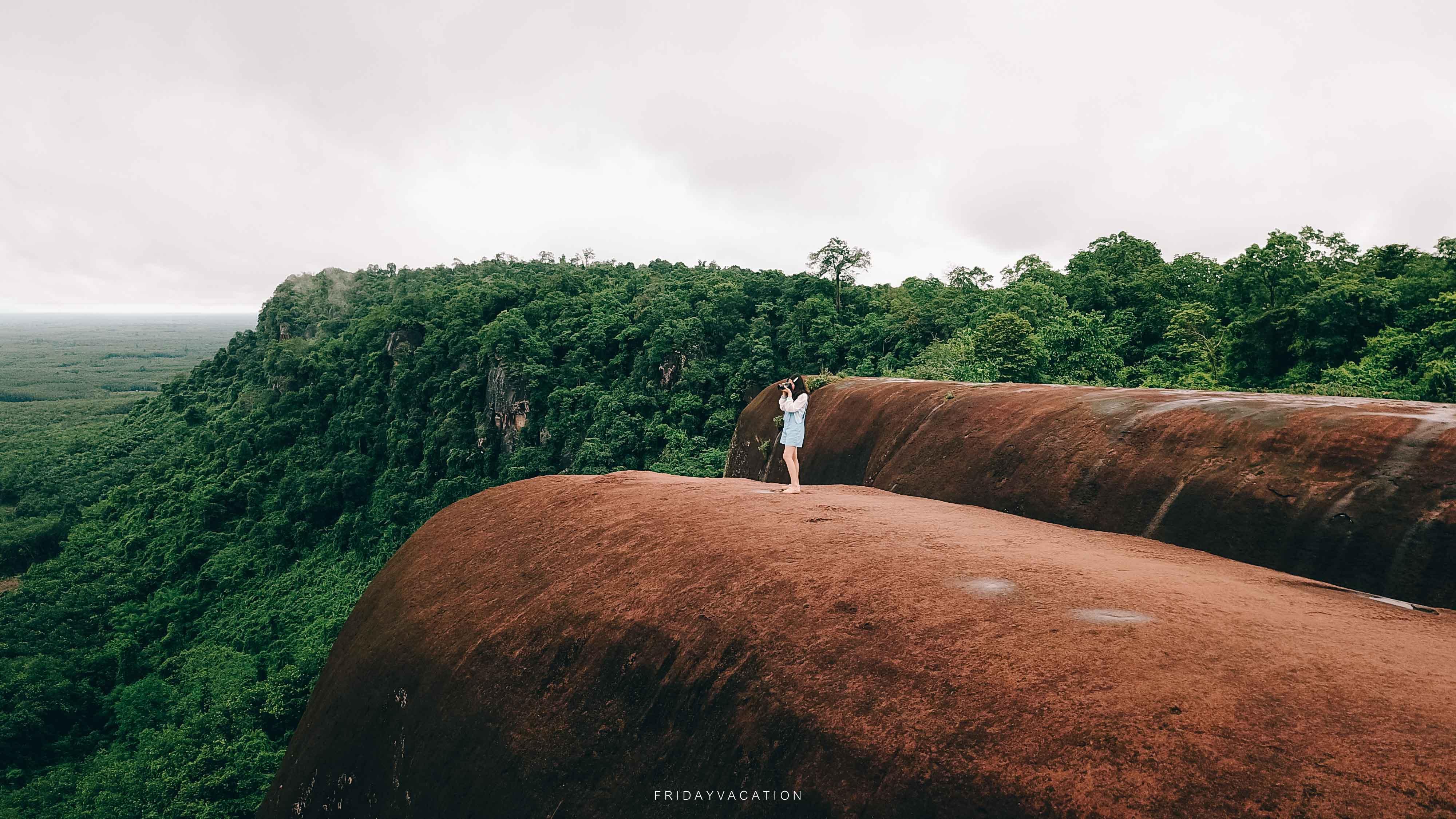 ที่เที่ยวบึงกาฬ หินสามวาฬ ในฤดูฝน นครศรีดีย์